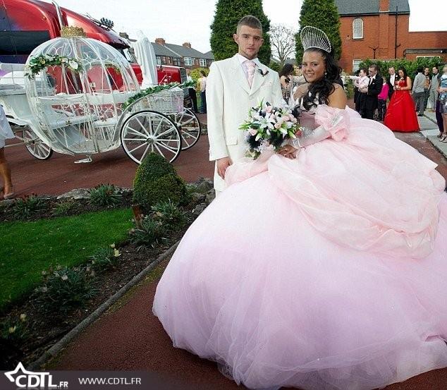 Robe-de-mariée-rose-.jpg